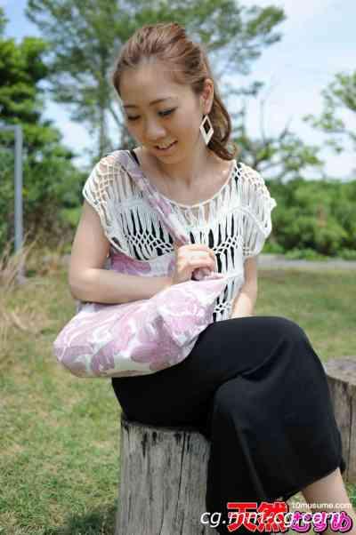 10musume 2011.11.18 お外で脫いじゃった高學歴の素人 宮內美奈
