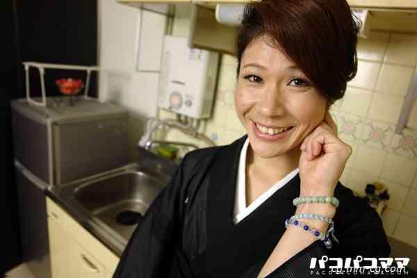 Pacopacomama 061412-668 喪服の似合う綺麗な未亡人 中川博子