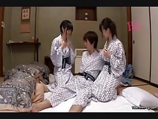 GDTM-076-[中文]在渡假聖地的開放感而變得輕浮大膽的女大生團體互相爭奪泳衣及毛巾!當然是大露巨乳及小穴!讓我忍不住勃起...