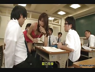 AP-252-[中文]老師!那該不會就是性感緊身衣吧!?一進入充滿男生汗臭味的教室內,老師穿著讓人誤會是幾乎全裸!?的曝露緊身衣!!性感的丁字褲更是完全露出!!還有乳房也是完全裸露真是太刺激了!!