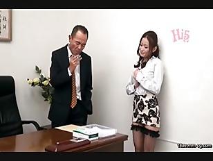 CEAD-089-[中文]我是小鎮的房仲行政人員 不管是癡女還是服侍甚至中出都可以!!強勢肉體業務 高嵨優香