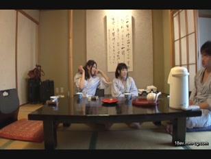 HUNT-935-[中文]居然會因為母親,姐姐,妹妹的裸體(巨乳)而勃起!!睽違已久的家族旅行時與母親,姐姐,妹妹一起洗澡,因巨乳超乎想像的巨大讓無法保持理智的我老二脹到疼痛不已..... 2