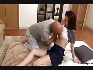 CEAD-057-[中文]當作公公性慾處理使用的我老婆 同時與我及爸爸一起作愛的淫亂人妻猥褻交合 伊東真緒