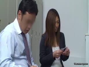 SCOP-137-[中文]假裝作問卷調查將OL帶到密室後讓她們聞薄荷...大量分泌愛液及口水,比大叔還要更好色的OL出現了!!