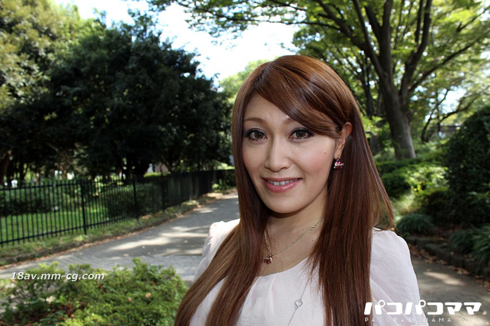 The latest pacopacomama 122112_810 does not wear underwear, big breasts, mature