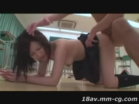 [短片][中字]學生妹被強迫拍AV 第一場就3P重口味